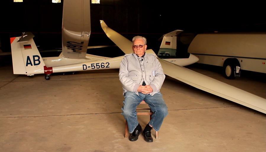 Werner Mansow im Hangar des BLCL bei Mölln (c) filmstrom